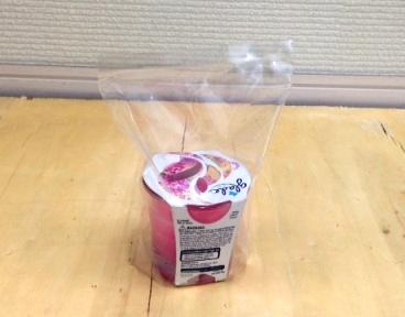 アロマキャンドル本体と他付属商品を楽inパック袋に同梱します